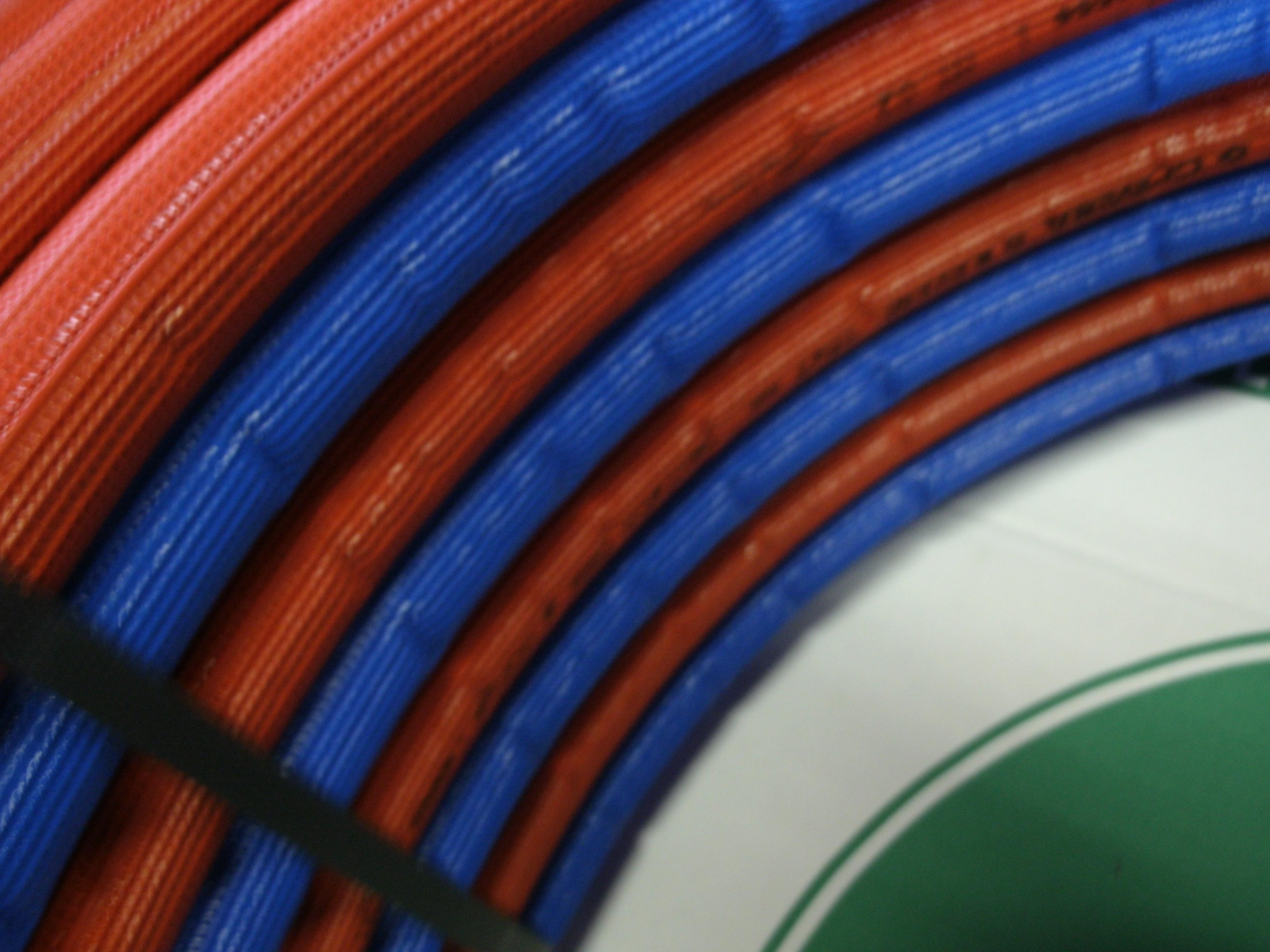 B8 nieuw gekoppelde iso meerlagenbuis rood blauw warm koud water aanvoer retour c v per mtr - Kleur warm en koud ...